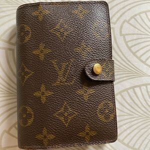 Louis Vuitton PM Agenda (CARD HOLDERS INCLUDED)